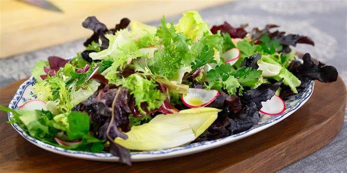 Valerie Bertinelli always makes this simple Italian salad during the week