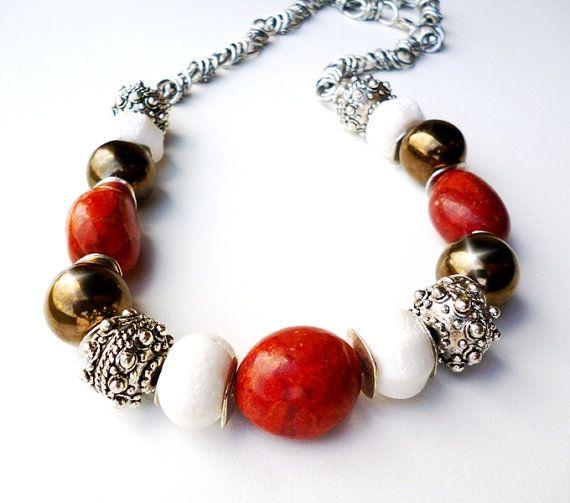 Moho crema y collar Coral cerámica y plata por BigSkiesJewellery, $44.00