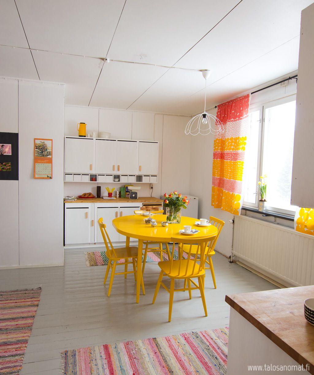 Pannukahvit luvattiin, joten ilman muuta pannukahvit saatte. Ja saatte ne vielä täällä, keittiössä jossa asuu kevät keskellä talveakin.
