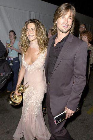 Jennifer Aniston Brad Pitt September 2002 Brad Supported Jen After She Won An Emmy For Best Actress In A Comedy Series For Fr Promis Schonheit Schauspieler