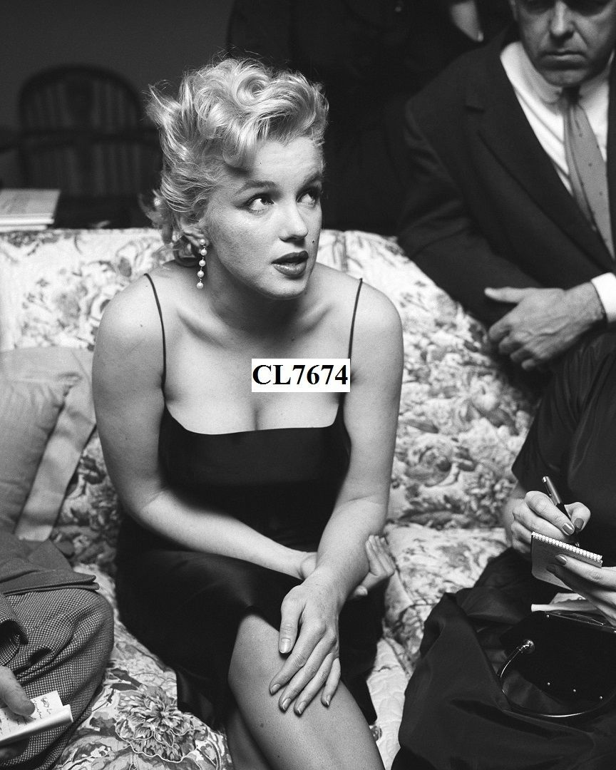 Marilyn Monroe Hosts a Press Party Held at Her Home in Los Angeles Photo | eBay