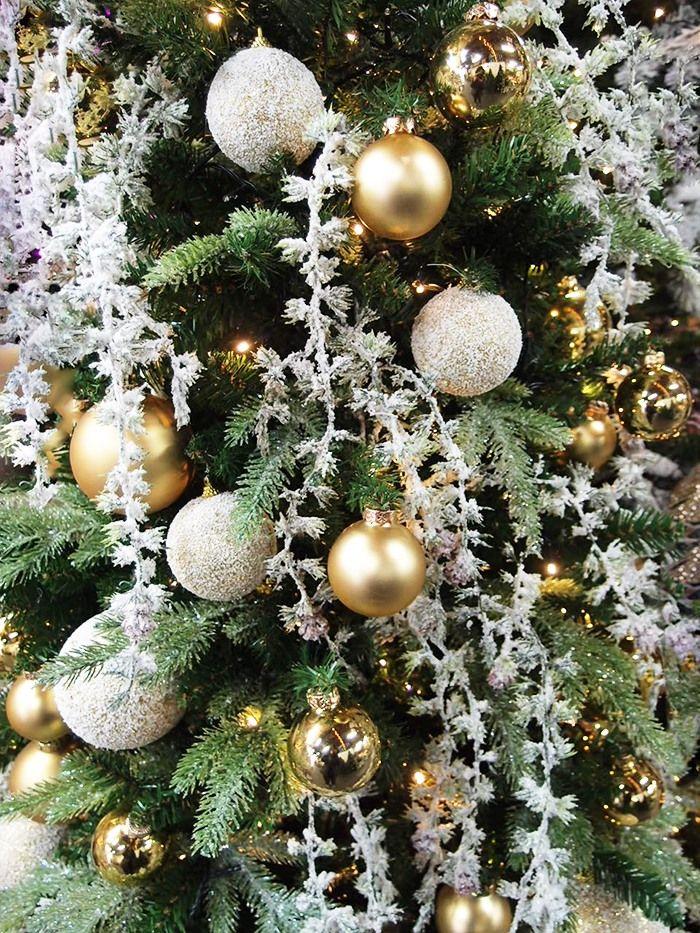 Albero Di Natale Bianco E Oro.Pin Su Addobbare L Albero Di Natale Idee Creative