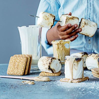 Taste Mag | Marshmallow s'mores @ http://taste.co.za/recipes/marshmallow-smores/
