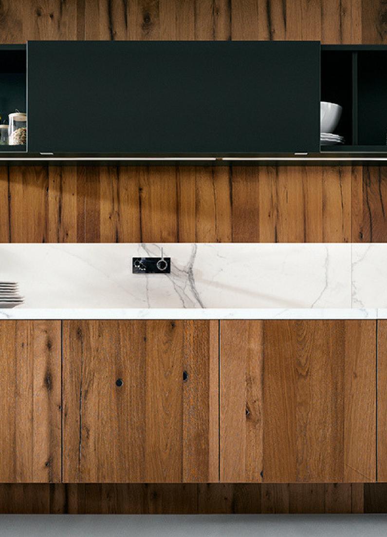 Schlichte Holz Kuche Mit Kochinsel In Modernem Design Kuchen Aus