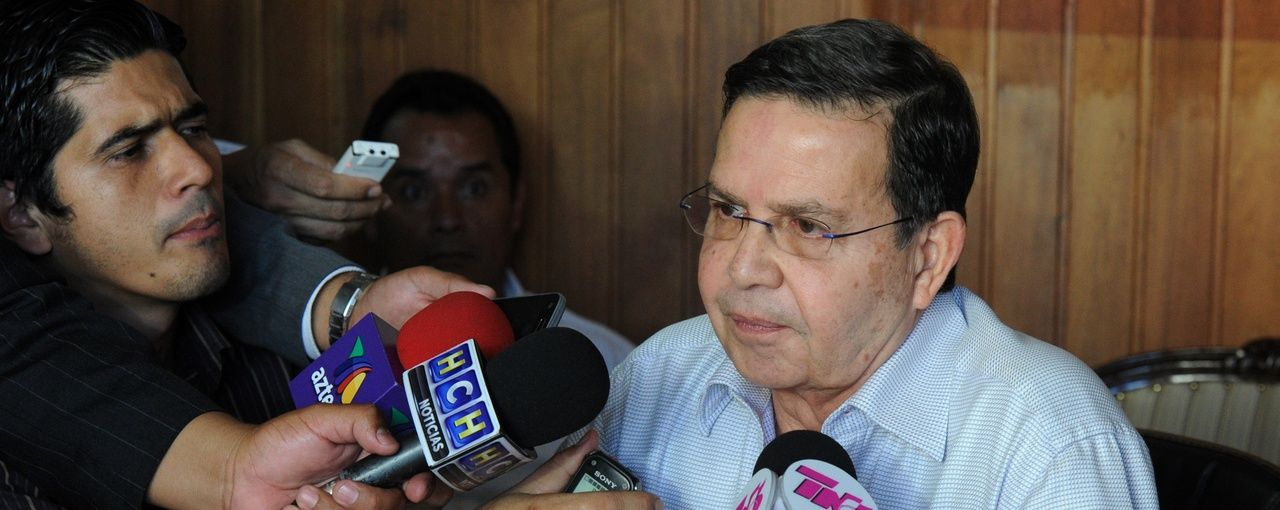 El ex Presidente de Honduras y también ex titular de la Federación de Fú... Callejas se internó en una clínica luego de que FIFA pidiera su extradición