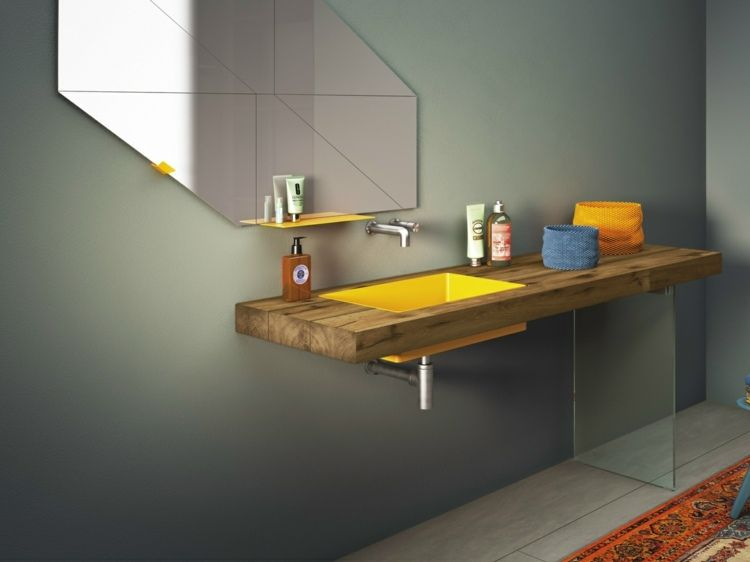 Gelbes Waschbecken Aus Edelstahl Unter Dem Spiegel Mit Geometrischen Formen