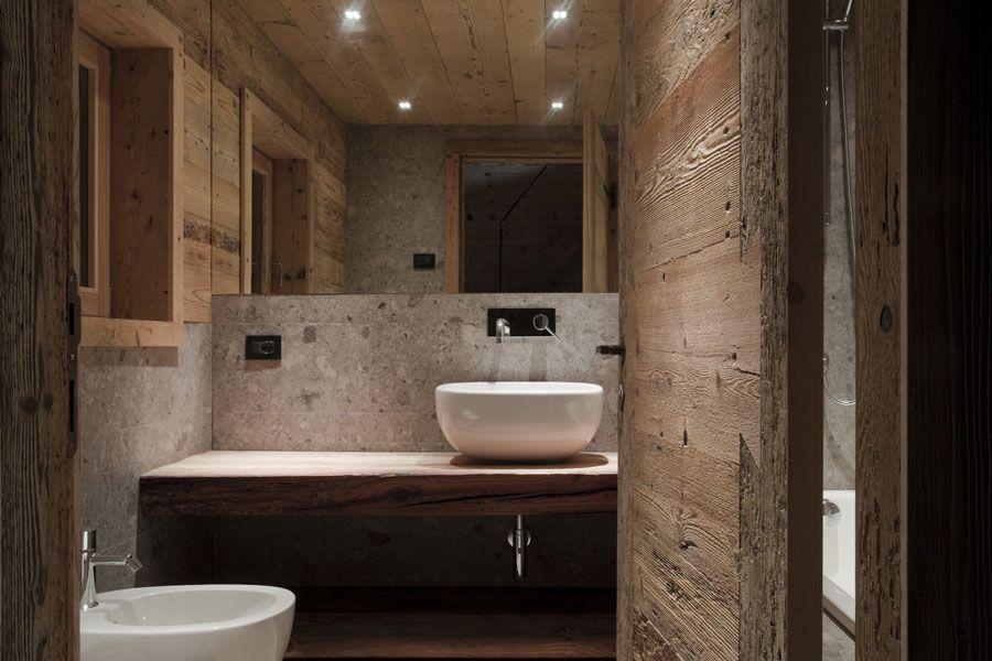 Badezimmer renovieren ~ Renoviertes badezimmer mit altholz in altem stall häuser
