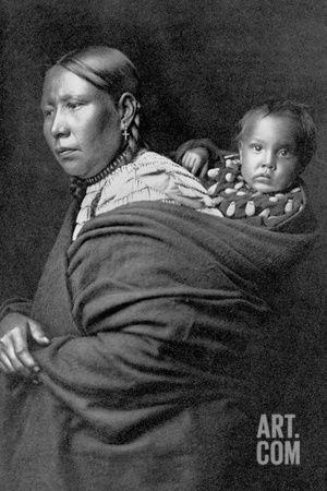 Mère et enfant Reproduction photographique by Edward S. Curtis at Art.com