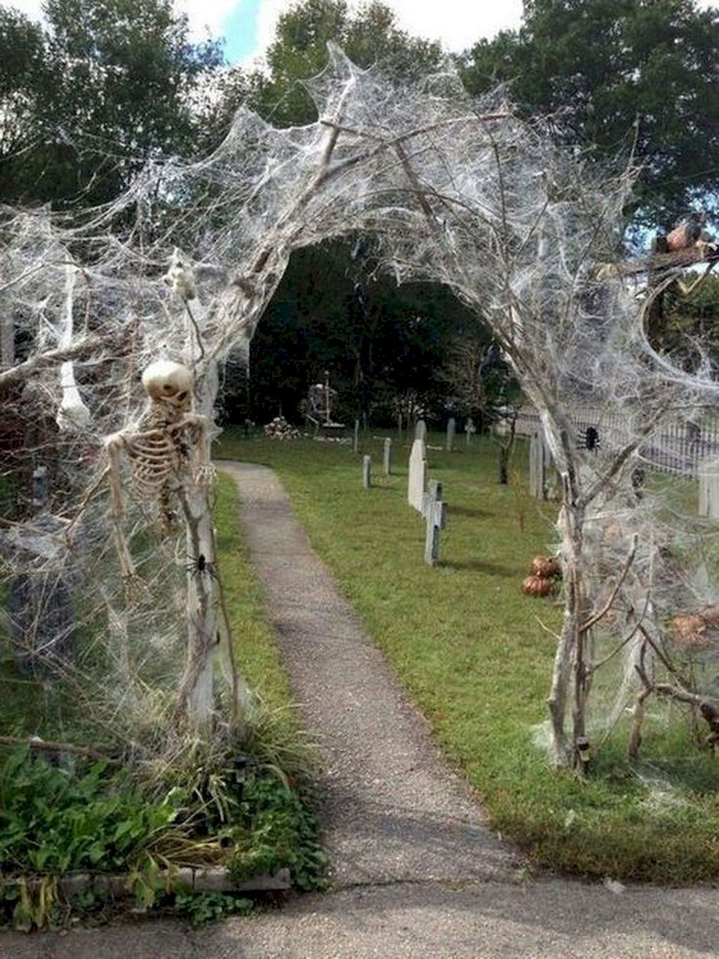 Unique Decorating Ideas for Halloween | Halloween outdoor ... on Unique Yard Decorations id=31165