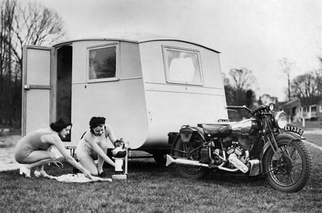 Brough Superior SS80 with caravan !