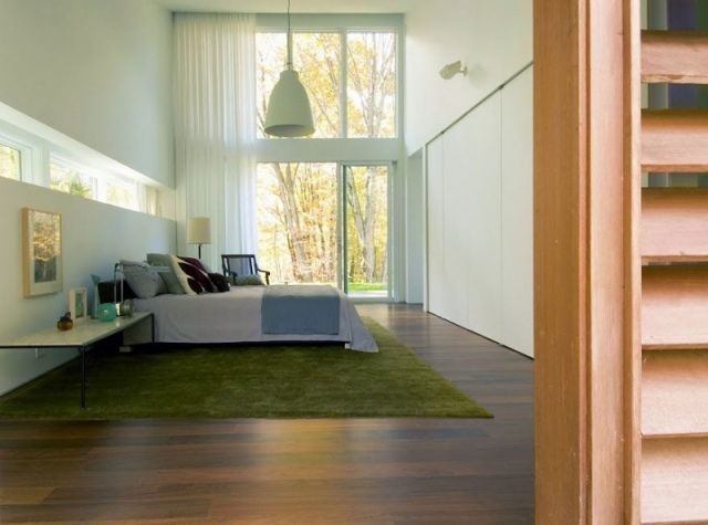 idee schlafzimmer modern gestalten holzboden grüner teppich