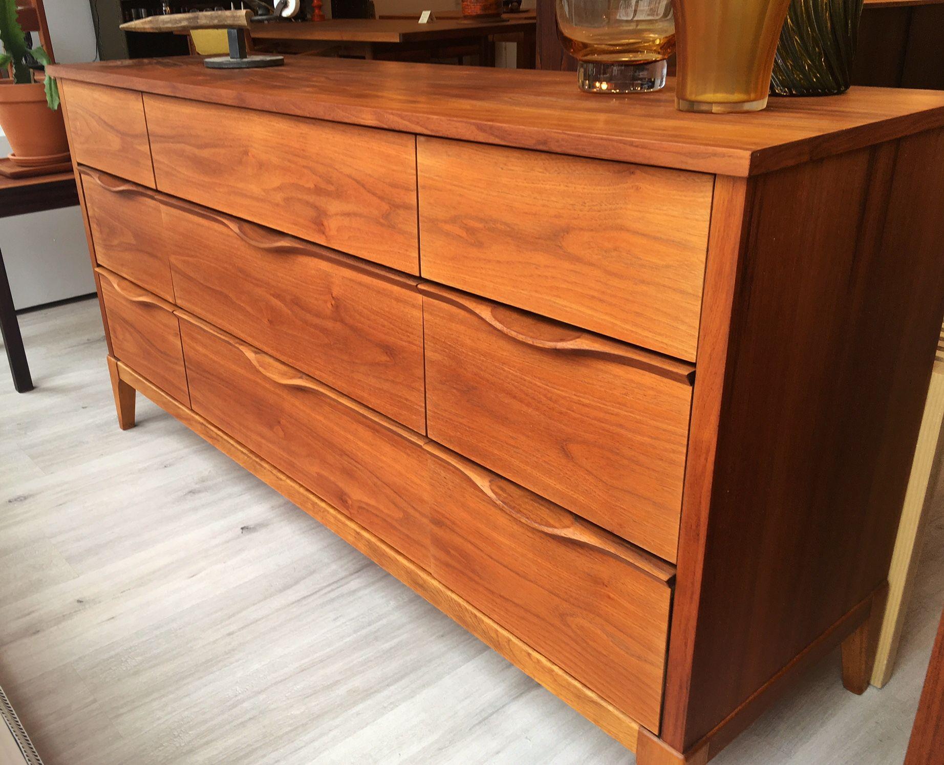 Petite Commode 9 Tiroirs Mid Century En Noyer Restaure 58 75 X 17 25 X 30 25 H Chezlamothe Com Home Decor Decor Furniture