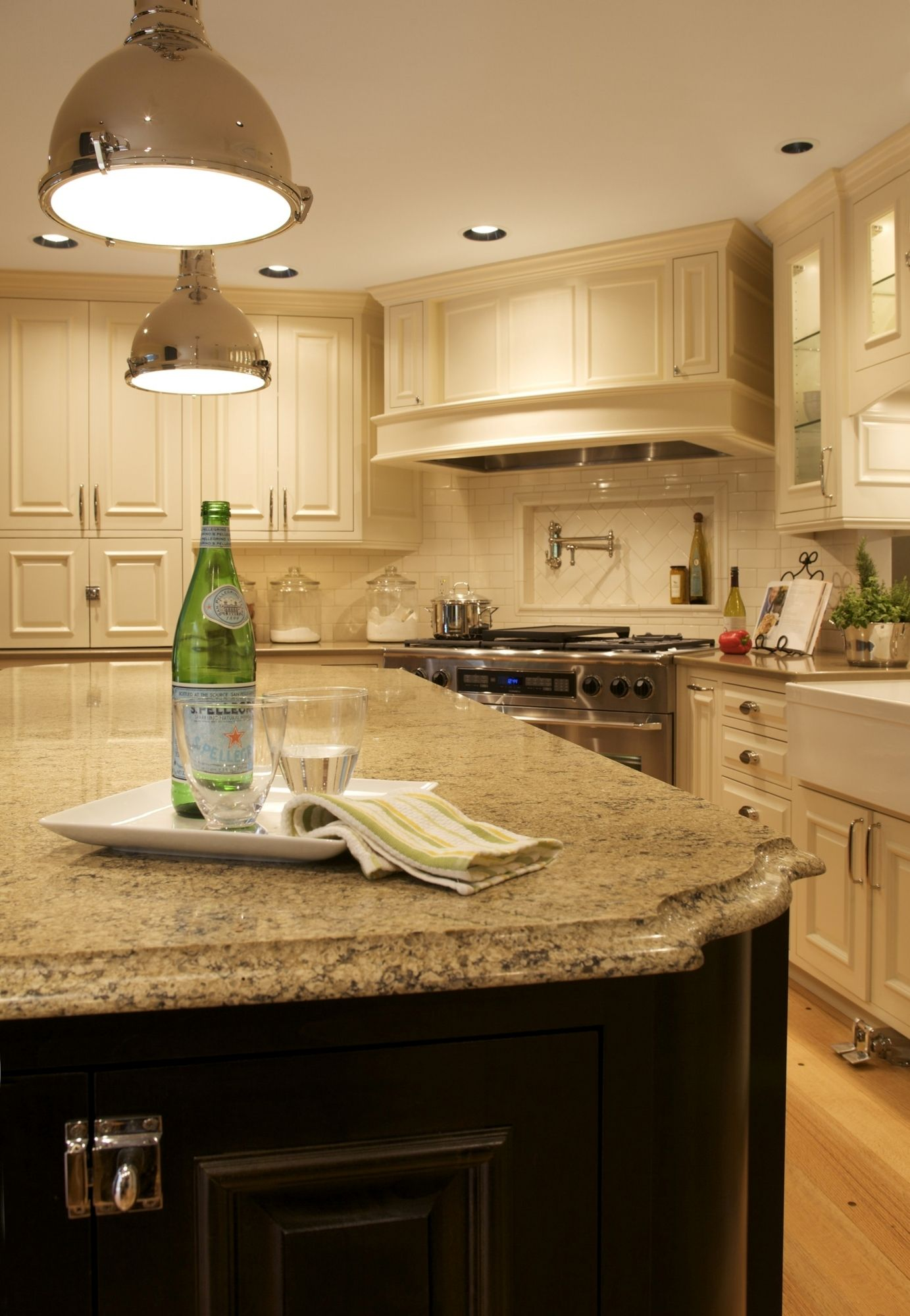 island countertop with white backslash or bisque backsplash kitchen quartz kitchen on kitchen island ideas white quartz id=14921