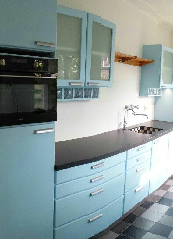Piet zwart keuken in lichtblauw speciaal gemaakt door mensink keukens unieke keukens - Keuken originele keuken ...