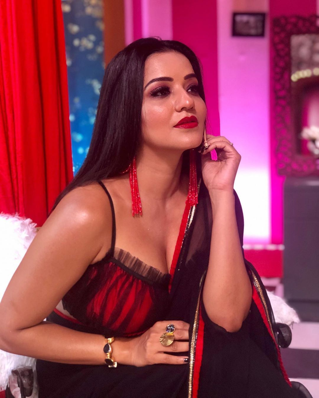 Monalisa Is A Bhojpuri Sensational Actress And She Always Remains In Headlines Of Trending Internet Due Bhojpuri Actress Hot Actresses Beautiful Indian Actress