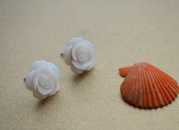 Cute Shell Flower Stud Earring by FindingsDIY