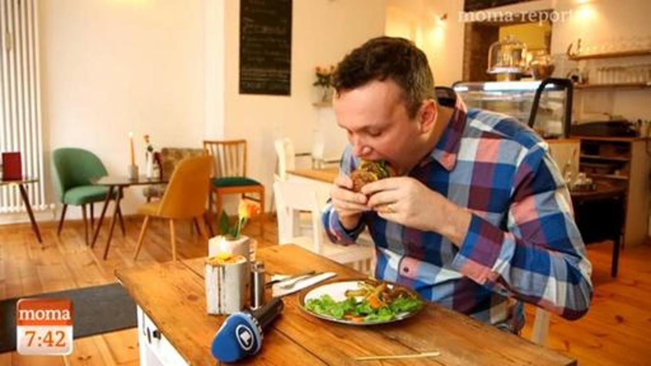Schon jetzt sollen sich mehr als eine Million Menschen in Deutschland vegan ernähren - Tendenz steigend. Berlin hat sich dabei zur inoffiziellen Hauptstadt der veganen Bewegung entwickelt. Veganer ...