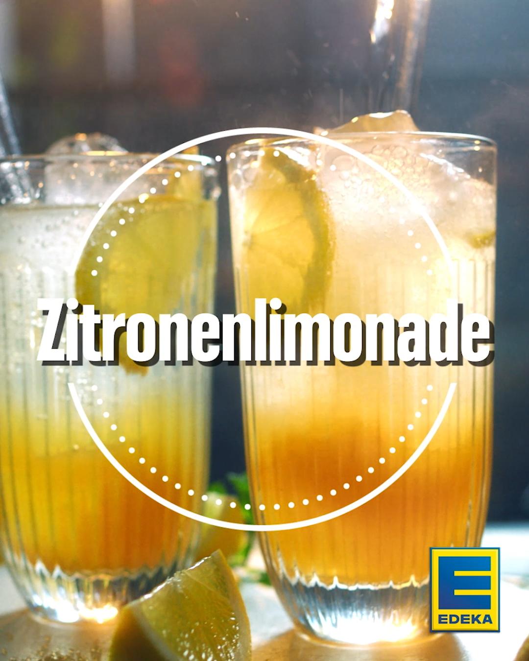 Prickelnde Zitronenlimonade mit Wasser erfrischt jederzeit – sowohl als Aperitif als auch als leckerer Drink zwischendurch. Gerade das Aromenduett aus Zitronensäure und Süße von Zucker prädestiniert unser Rezept für den Sommer. #edeka #limonade #selbstgemacht #zitrone #rezept