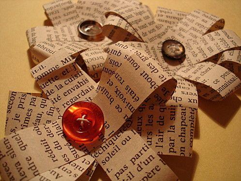 fleurs en papier avec vieux livres et boutons a faire aussi avec des rubans pour d co. Black Bedroom Furniture Sets. Home Design Ideas