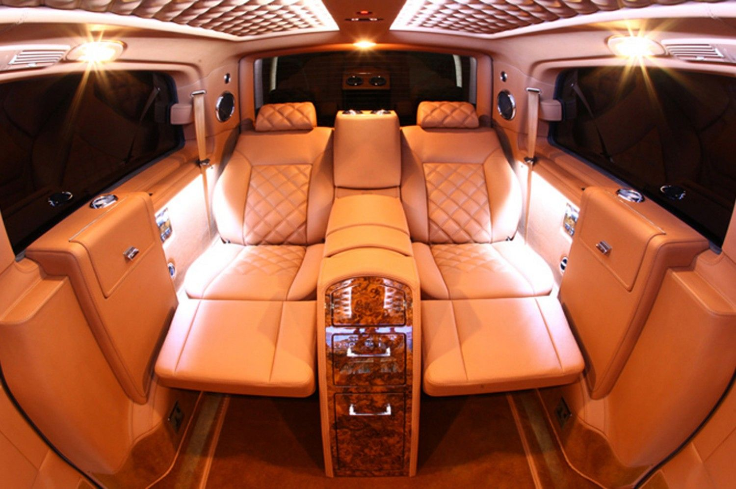 Mercedes benz viano van conversion carros pinterest for Interieur de voiture de luxe