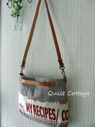Olha só que bolsas bonitas…..  Uma inspiração de modelo, tecidos e composição. Mais imagens AQUI