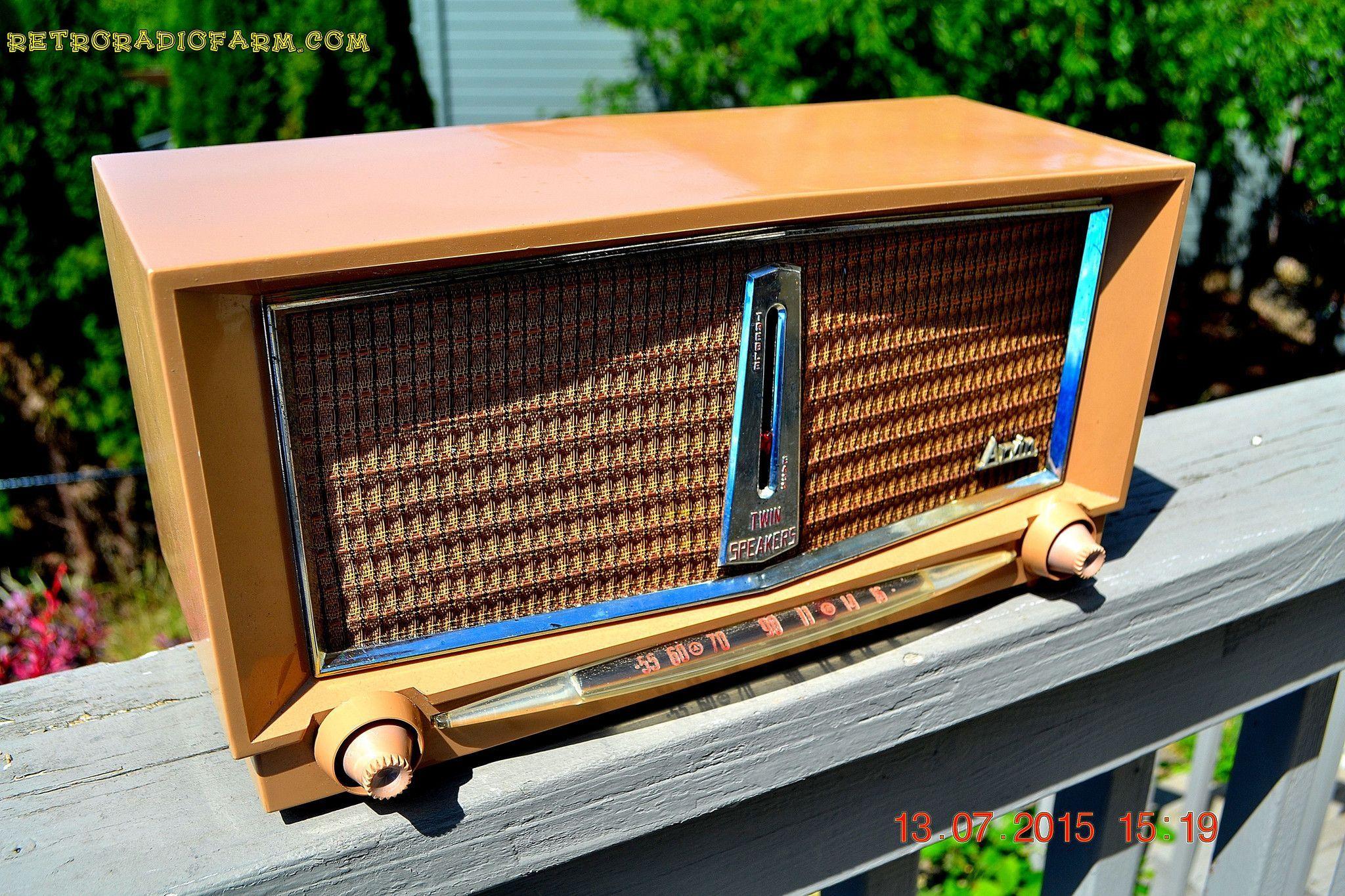SANDLEWOOD Mid Century Retro Jetsons 1959 Arvin Model 956T Tube AM Radio Works!