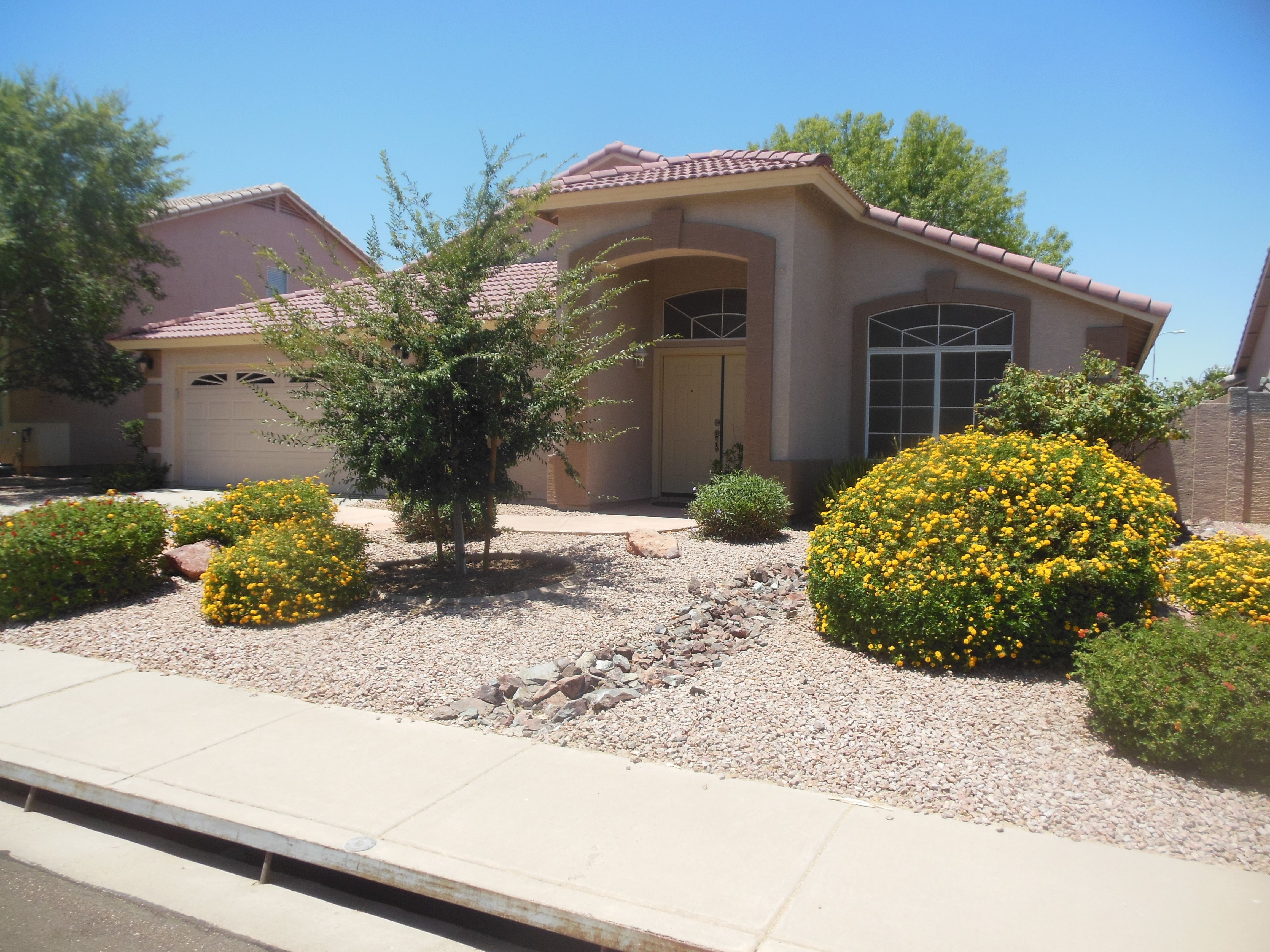 2 different assisted living homes for sale phoenix metro homes for rh pinterest com