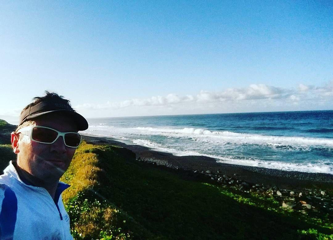 Morning run with ocean view!!! #trailrunning #matinal #sentierdulittoral #ocean #iledelareunion #lareunion #holidays by benoitborrel