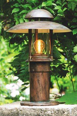 Lampe verre clair. Fonte et acier galvanisé. Pied cylindrique ...
