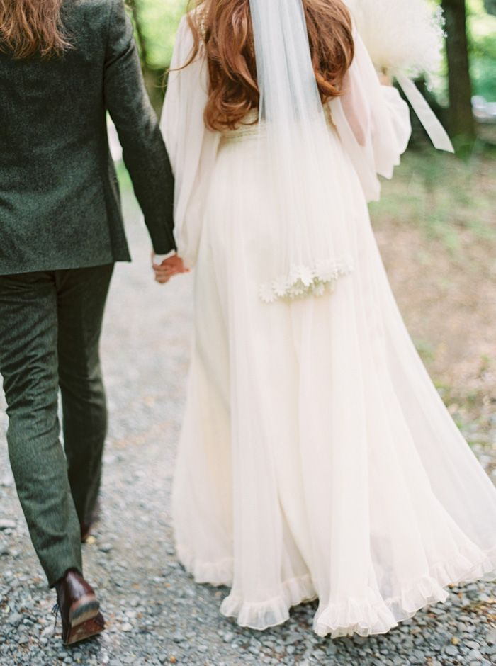 A Bride In Vintage 70s Wedding Gown for a mountain wedding in the Great Smoky Mountains National Park | fabmood.com