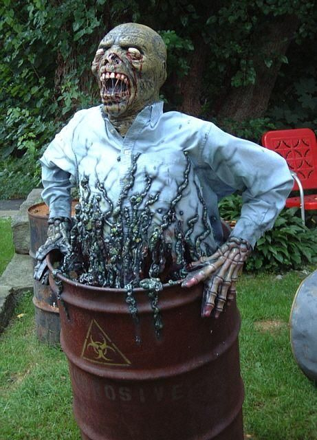 Scary halloween costumes terrifying yard decorations for Pinterest halloween outdoor decorations