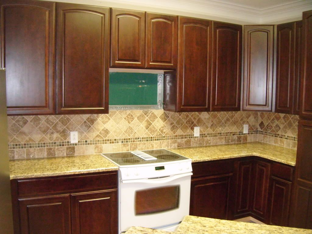 Santa Cecilia Granite Kitchen I Like How The Accent Border Is Lower Rather Than Centered Top To