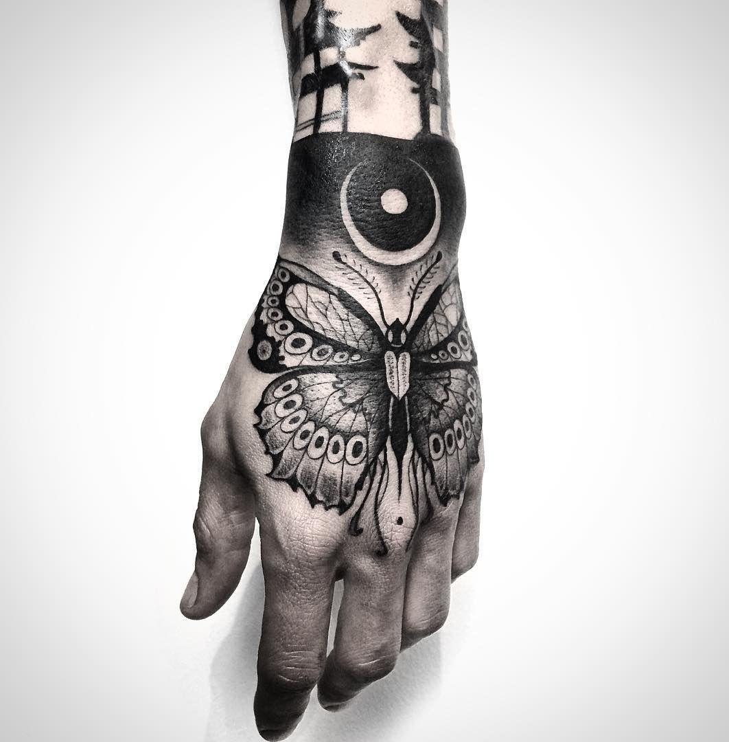butterfly hand tattoo tattoo ideen t towierungen f r. Black Bedroom Furniture Sets. Home Design Ideas