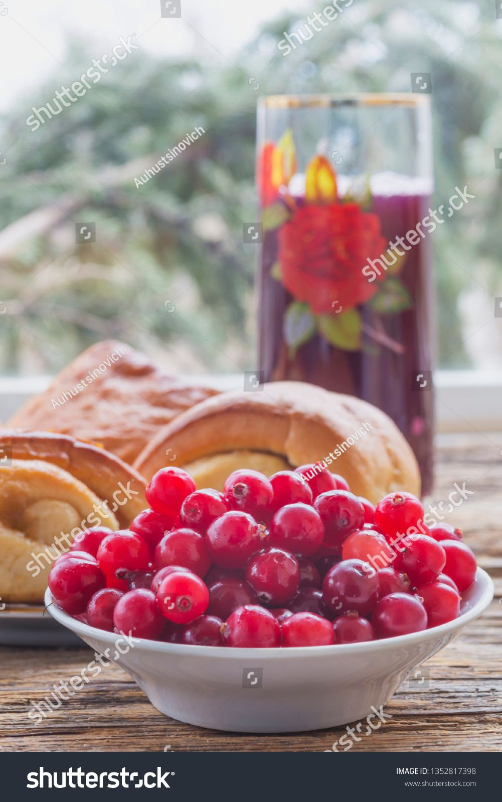 Breakfast With Cranberries Buns And Cranberry Drink Country Food Sponsored Affiliate Buns Cranberries Breakfast Cranbe Cranberry Drinks Food Cranberry