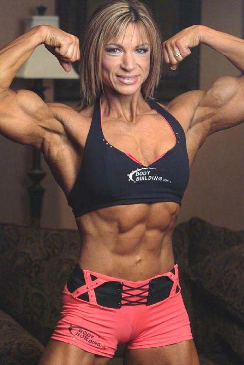 腹筋がすごい女性のボディービルダー