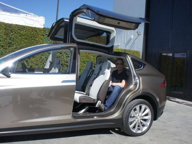 One of the most innovative aspects of the Model X is what Tesla calls its falcon-wing doors. These doors open similarly to gull-wing doors yet have a hinge ... & Nice Tesla 2017: The coolest thing about this car: Model X: falcon ...
