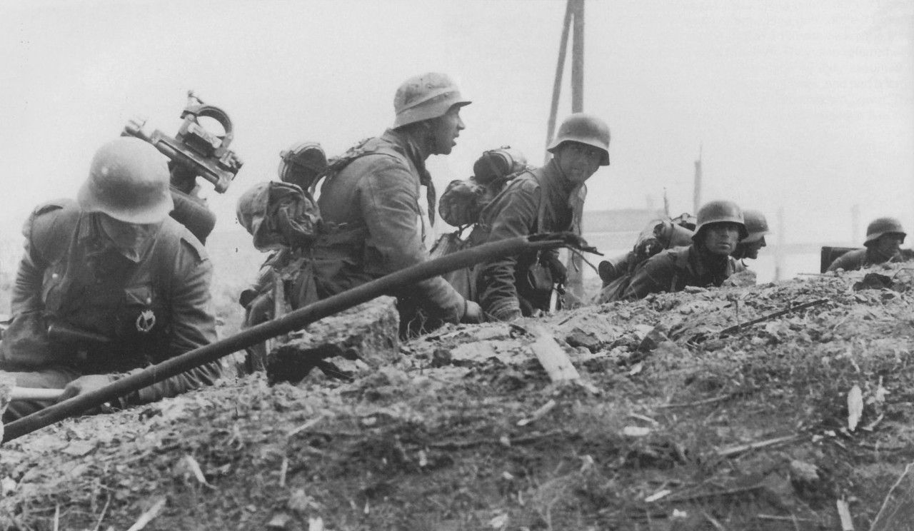 German Infantry 389th Infantry Division Proceed Against Soviet