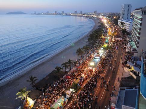 Un festival muy grande en Sinaloa es el Carnaval Mazatlán. Cada ...