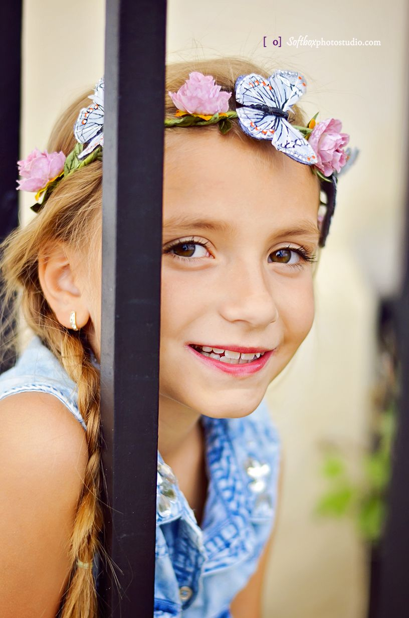 kids outdoor butterfly photography ideas