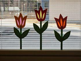 Askartelimme eskareiden kanssa muutama viikko sitten kevään tulppaaneja koristamaan eskarin ikkunoita. Tulppaanit on toteutettu perinteisell...