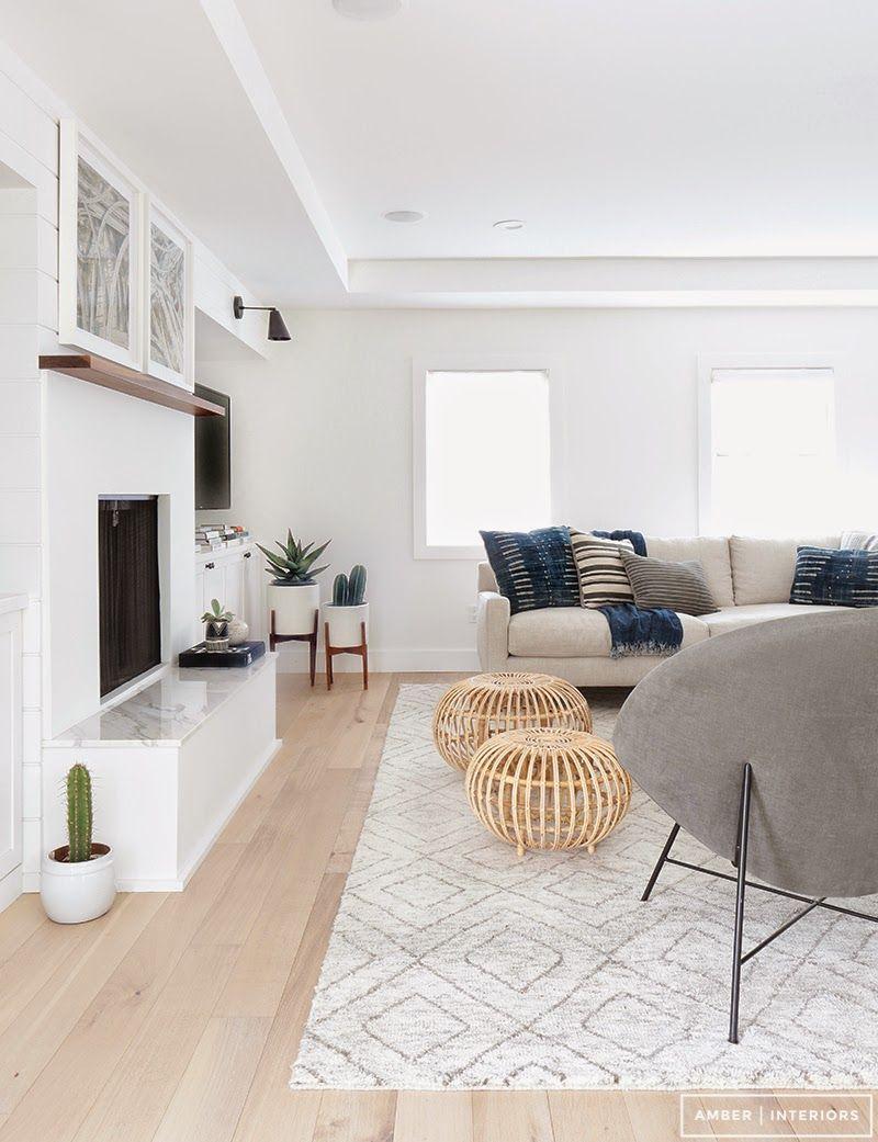 Sala bem branca sof cinza almofadas marinho  sala de