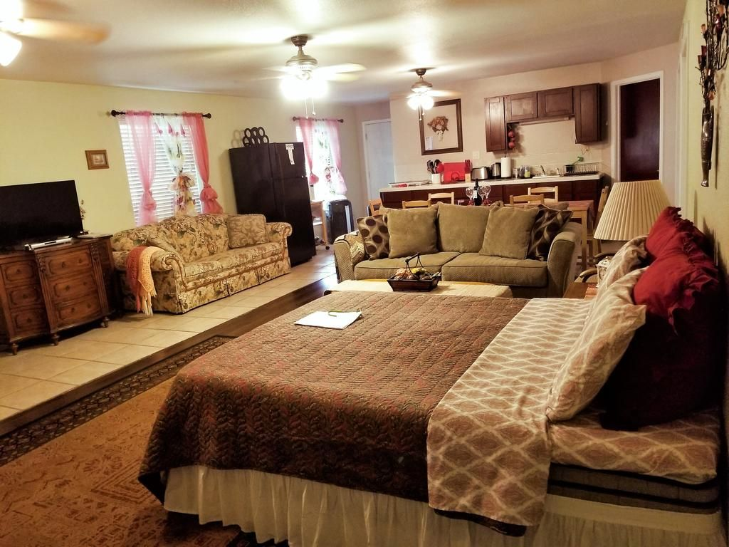 Apartment Charming Downstairs Unit Oakhurst Ca Booking Com Oakhurst Large Homes Apartments For Rent