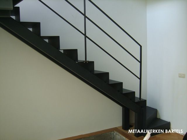 Balustrades leuningen in staal hall stairway for Balustrade trap