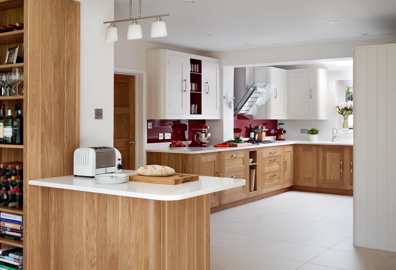 Harvey Jones Shaker Kitchen With Oak Base Cupboards Shaker Kitchen Shaker Style Kitchens Granite Countertops Kitchen