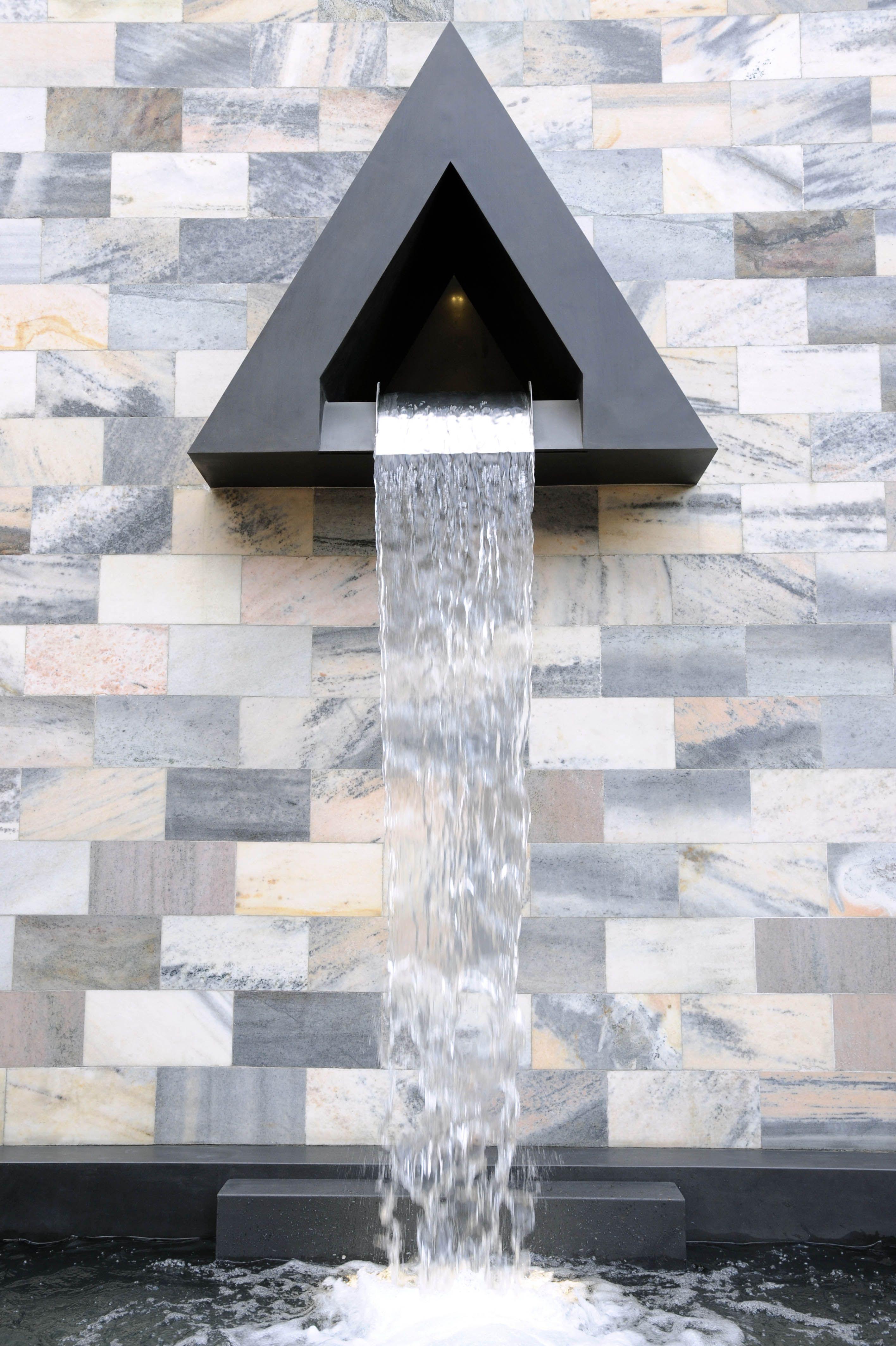Monumento a Sandro Pertini, Milano (1990) Aldo Rossi