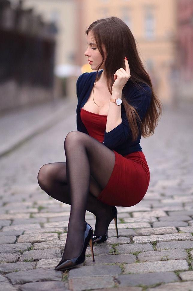 виделась мне красивые девушки в колготках и платьях что