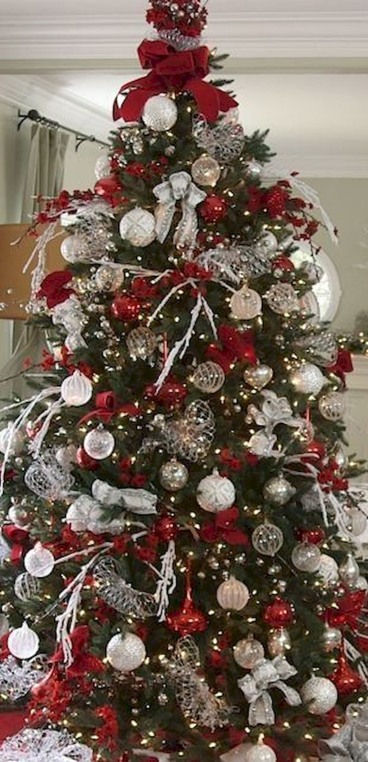 80 Beautiful Christmas Tree Decorating Ideas You Should Try 17 Home Design Silver Christmas Tree Christmas Tree Inspiration Christmas Tree Decorations
