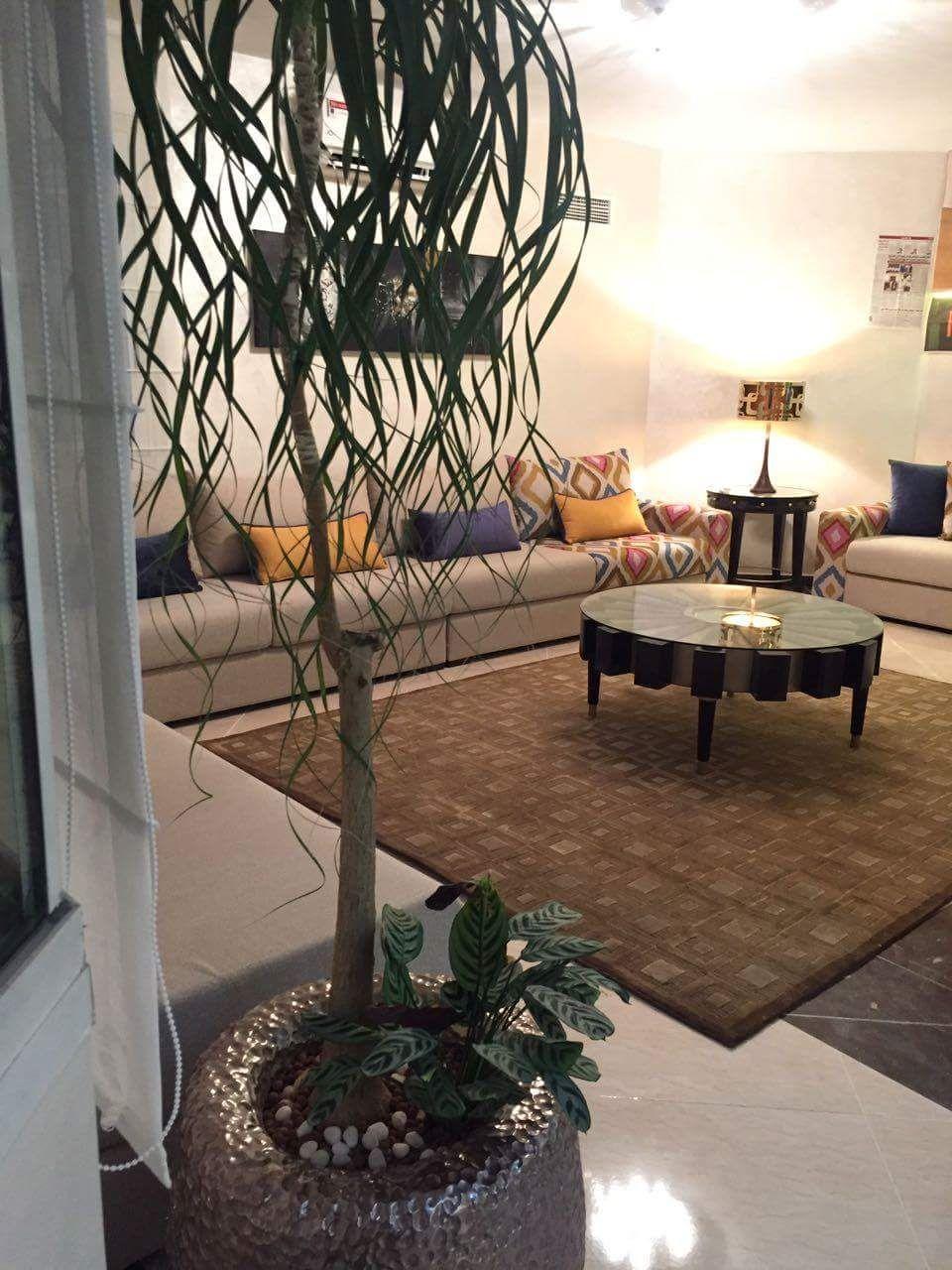 Salon moderne – canapé – design – table basse – Intérieur sur mesure ...