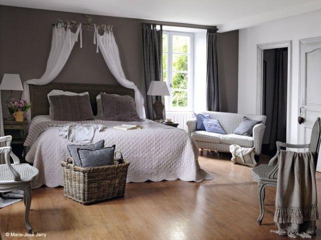 La chambre se refait une beauté! | Bedrooms, Decoration and Bed crown