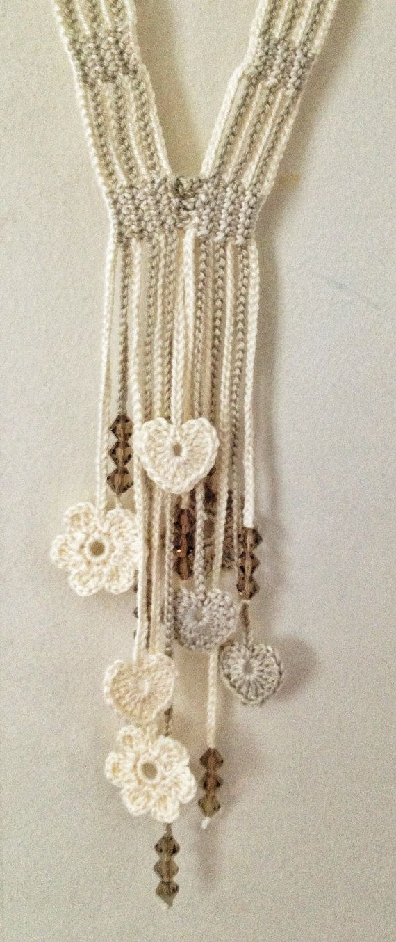 Cream hearts and flowers beaded crochet necklace | Chaquetas ...